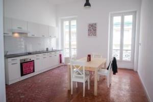 Une cuisine d'un appartement en colocation à Marseille
