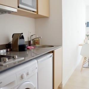cuisine équipée dans un appartement meublé