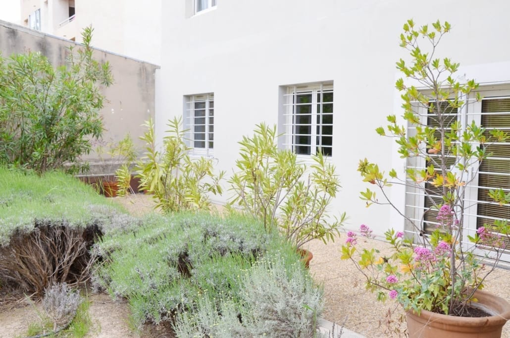 Renovated, secure residence with garden at the Timone Marseille