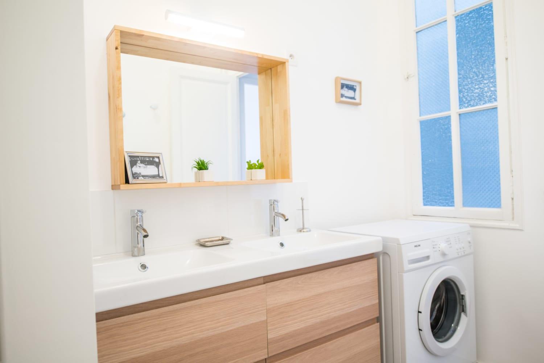 salle de bain moderne dans une colocation meublée