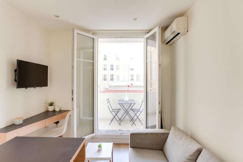 salon moderne appartement meublé avec terrasse