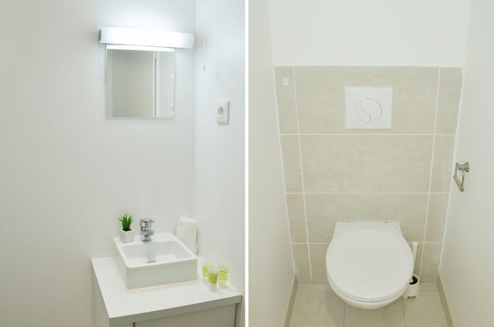salle de bain moderne dans un studio meublé équipé